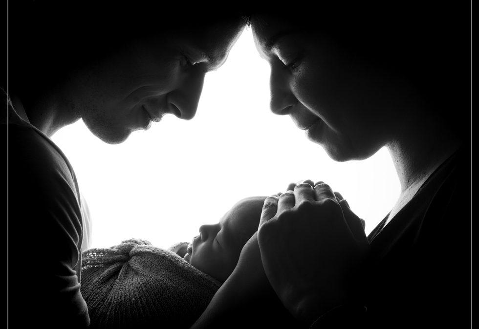 Photo de nouveau-né en famille dans le Val de Marne