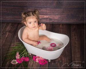Shooting bain de lait bébé en Studio