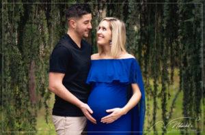 Photographe femme enceinte en extérieur à Saint-Maur des Fossés