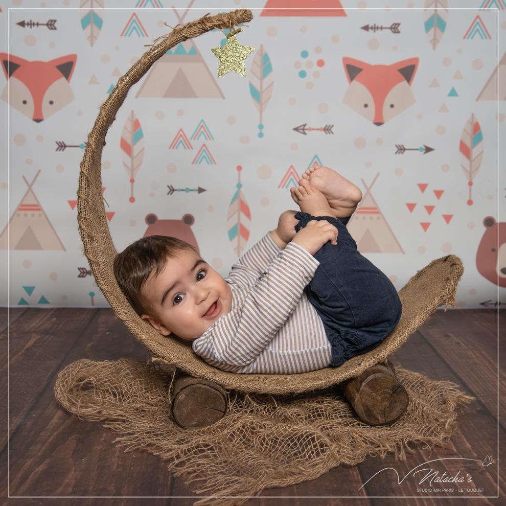 Photographe bébé tient assis dans le Val de Marne