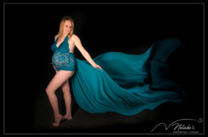 Photographe femme enceinte en studio et en extérieur proche de Paris