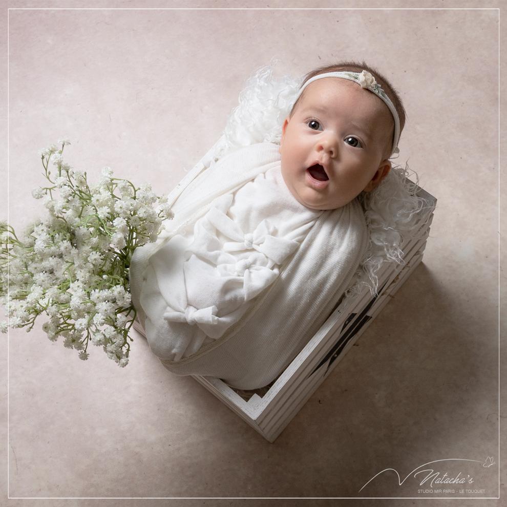 Photographe bébé : séance photo naissance en studio dans le Val de Marne