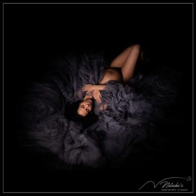 Photographe femme enceinte : shooting photo grossesse avec robe dans le Val de Marne