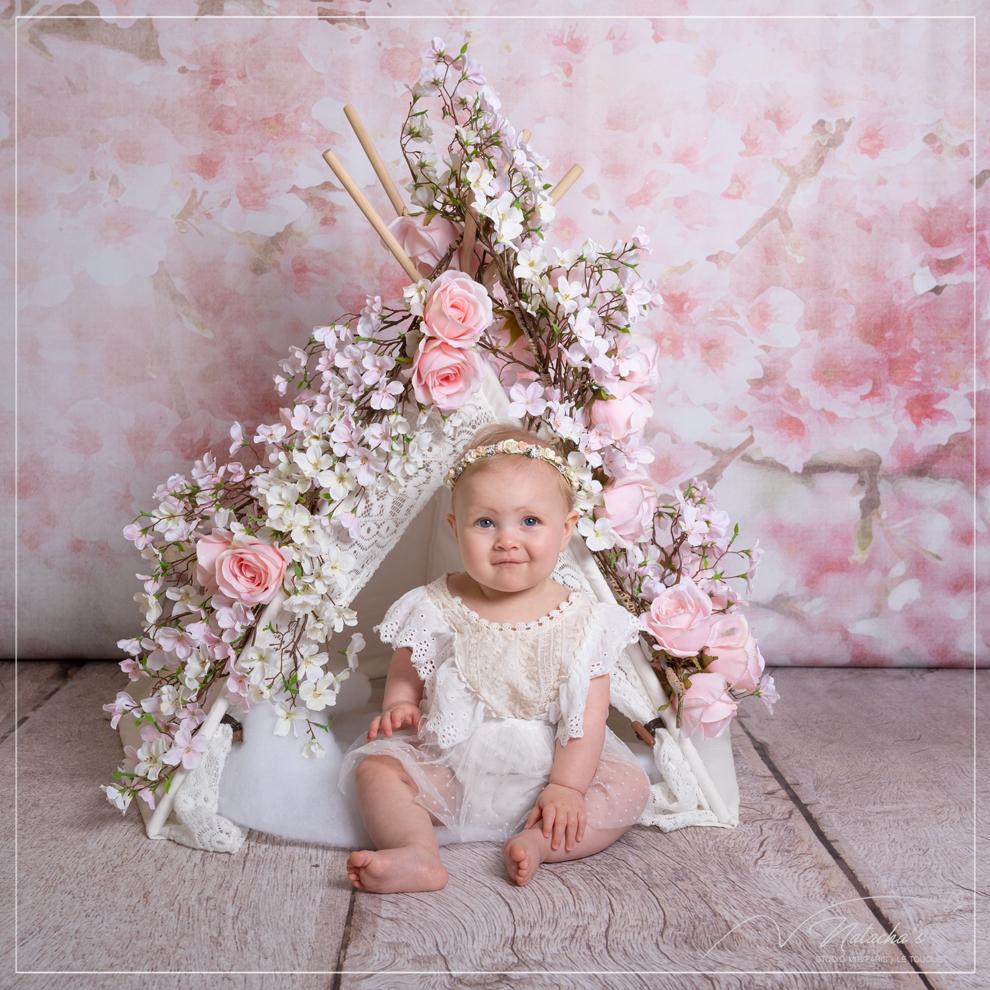 Shooting bébé avec fleurs dans le Val de Marne