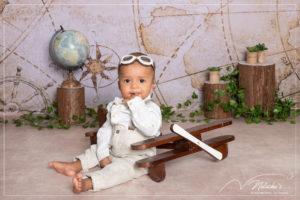Séance photo bébé sur le thème aviateur près de Paris