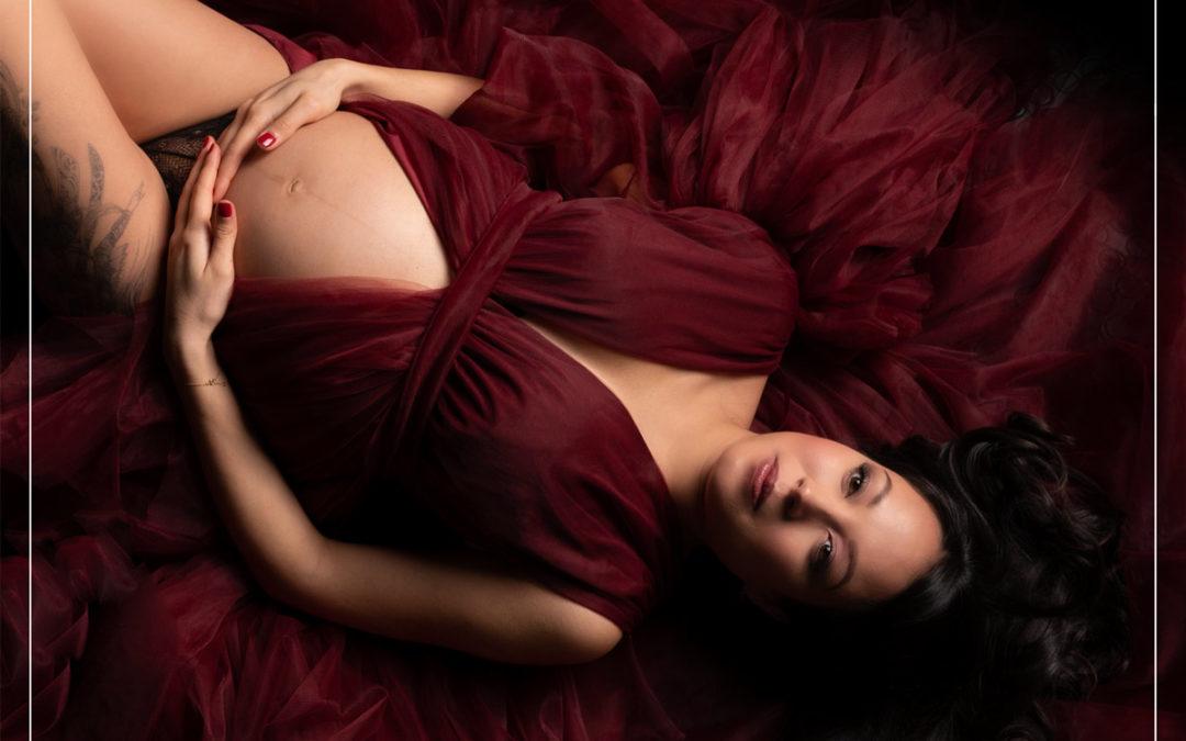 Shooting photo grossesse Amour avec robe de créateur dans le 94