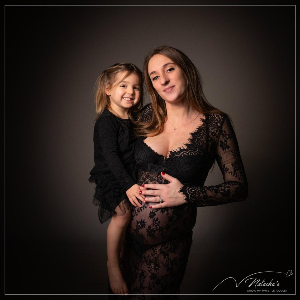 Shooting grossesse mère fille dans le val de marne pour de beaux souvenirs en famille avant l'arrivée de bébé