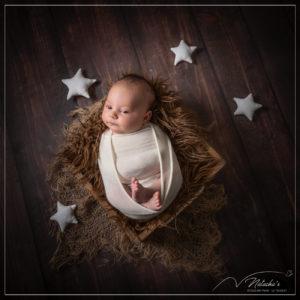 Shooting naissance avec des étoiles dans le Val de Marne en studio professionnel à Saint-Maur-des-Fossés
