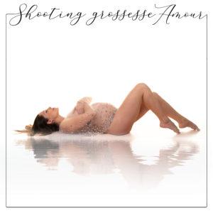 Séance photo grossesse avec cape dans le Val de Marne pour de jolies photos de futures mamans à garder pour la vie