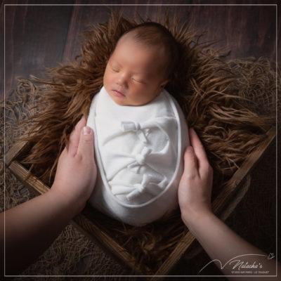 Photographe bébé : séance photo naissance en famille dans le 94