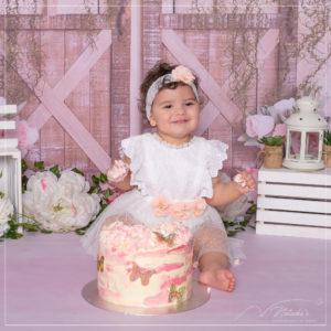 Photographe bébé : shooting anniversaire en studio photo dans le Val de Marne